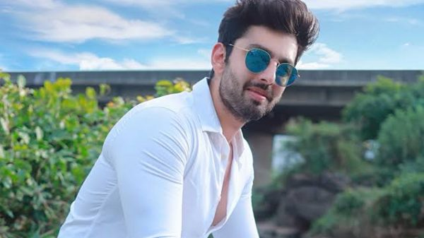 Himansh Kohli reveals the truth about his love life