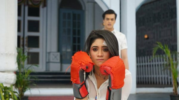 Kartik asks Sirat to leave the Goenka house