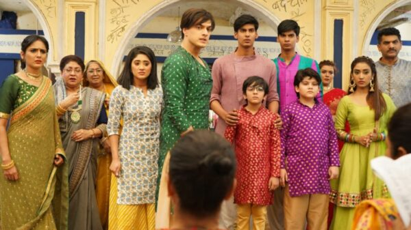 Kartik gets Sirat enrolled with a renowned boxing coach
