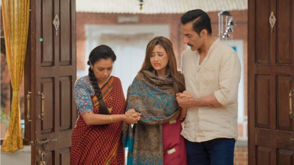 Kavya enters the Shah house