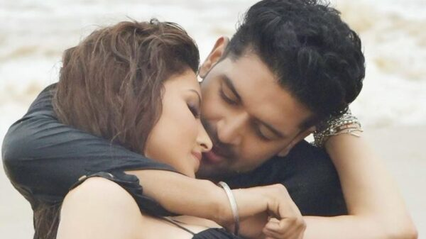 Urvashi Rautela and Guru Randhawa lip kiss
