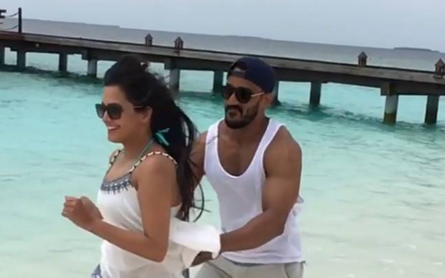 Anita Hassanandani and Rohit Reddy mushy pictures from Maldives vacation goes Viral