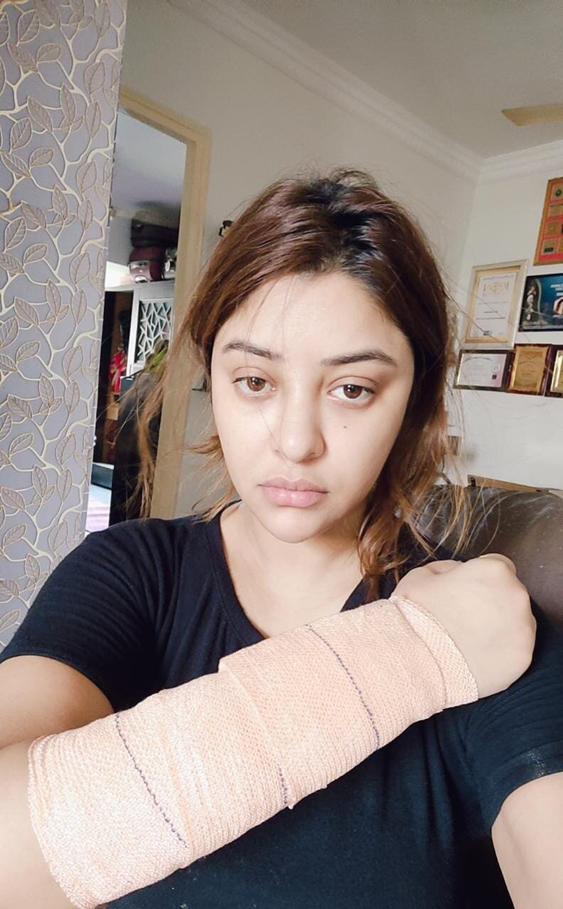 SHOCKING! Payal Ghosh Gets attacked; Escapes it with minor injuries but in a trauma