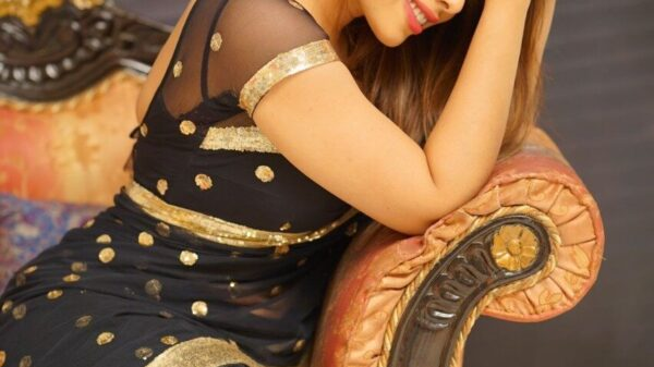Bollywood Industry To Welcome The Budding Actress - Meet Sehnooor